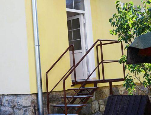 Prístrešok a schody